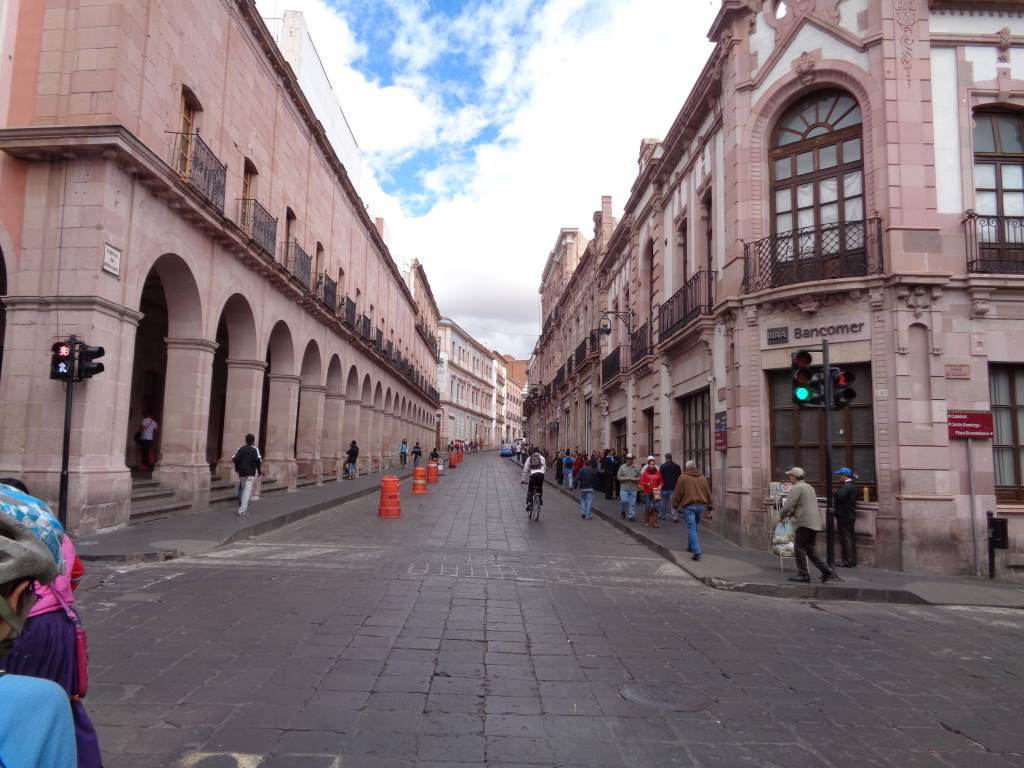 One of many many such opulent streets.
