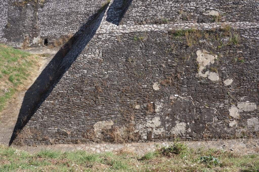 Nice lines! Since the ruins here were buried they were better preserved than the ones at Teotihuacan. We got the impression that the Mexican government didn't rework/rebuild as much on these structures, showing more of the original condition.