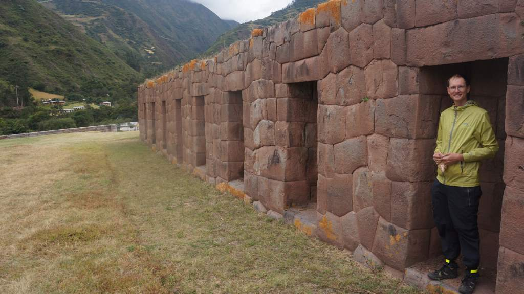 We found another Inca ruin with 'human-sized' niches.